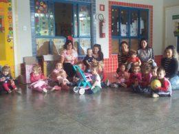 Escola de Educação Infantil recebe brinquedos