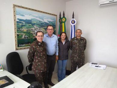 Prefeito recebeu em seu gabinete representantes da junta militar