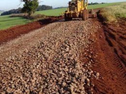 Administração Municipal executa obras de manutenção e reparos de estradas do interior