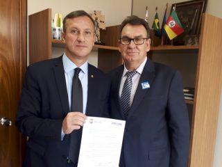 Prefeito Nico busca apoio para compra de nova van para a Saúde