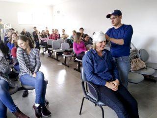 Professores e colaboradores das escolas recebem capacitação em primeiros socorros