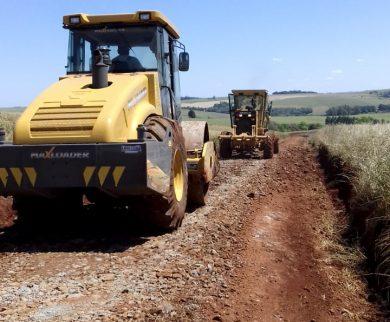Estrada vicinal recebe equipe e maquinário da Secretaria de Obras