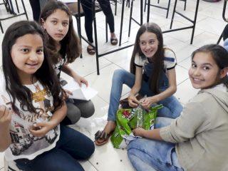 Iniciativa estudantil alerta comunidade sobre abandono de cães