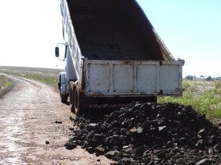 Secretaria de Obras e Viação trabalha em estrada do Capão do Valo