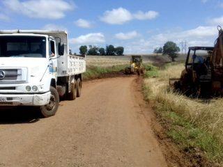 Secretaria de Obras e Viação trabalha na limpeza de estradas do Capão do Valo