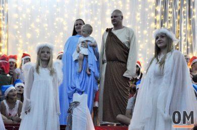 7º Natal Cristão teve homenagens, apresentações dos  estudantes e bênçãos religiosas (Crédito da imagem: Isamara Baumgratz/Jornal O Mensageiro)