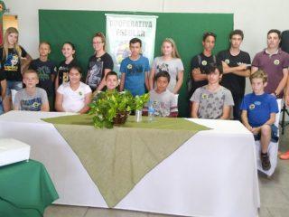 Estudantes lançam a cooperativa escolar Coopecarte