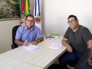 Prefeitura confirma compra de novo caminhão caçamba para mais melhorias nas estradas