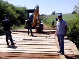 Prefeituras de Ernestina e Passo Fundo trabalham juntas em reconstrução de ponte