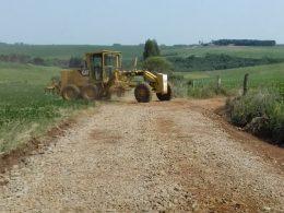 Secretaria de Obras e Viação realiza melhorias em estrada da Encruzilhada Muller