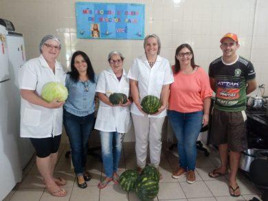 Escolas e Cras recebem alimentos da agricultura familiar para inclusão nas refeições