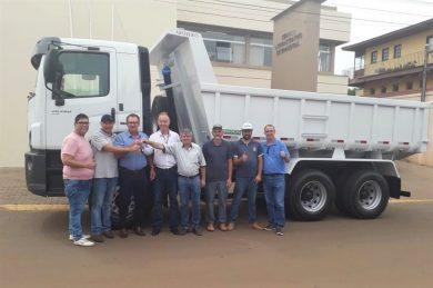 Novo caminhão irá auxiliar na melhoria das estradas