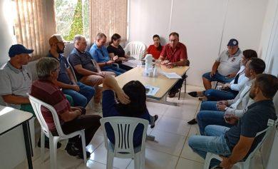 Prefeito e vice reúnem secretariado e definem ações locais para evitar a contaminação