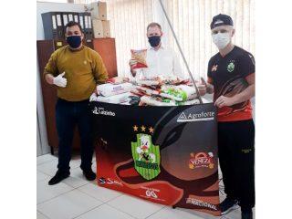 Atletas do Marrecos doam alimentos para repasse a famílias em situação de vulnerabilidade