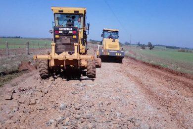 Estrada da Encruzilhada Muller recebe melhorias e cascalhamento