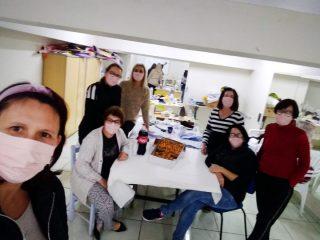 Voluntárias já produziram mais de mil máscaras para doação à comunidade
