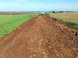 Estrada geral da Coxilha Seca recebe empedramento