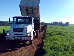 Estrada geral do Pessegueiro recebe cascalhamento