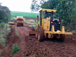 Estrada geral de Três Lagoas sentido Faxinal recebe melhorias