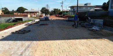 Obra de pavimentação iniciou pela Rua Amaro Bello de Carvalho