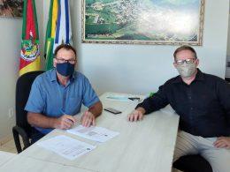 Prefeito Nico assina convênio para perfuração de dois poços artesianos para 210 famílias