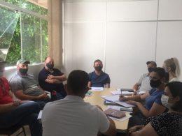 Prefeito e Vice fazem reunião com Secretários Municipais e Diretora do Cras