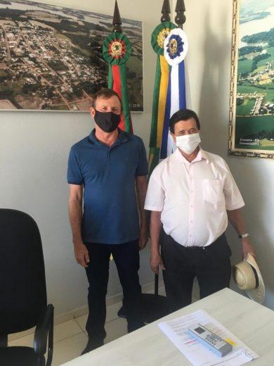 Prefeito Renato recebe munícipes em seu Gabinete