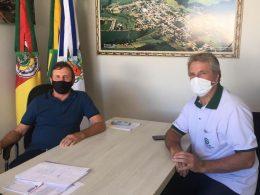 Presidente do Sindicato dos Trabalhadores Rurais de Ernestina é recebido pelo Prefeito Renato
