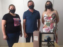 Vereadora Raquel Goedel (PP) e a empresária Valdirene, visitam o Prefeito Renato