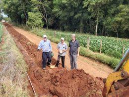 A Prefeitura Municipal investe na melhoria da rede d'água do interior do município