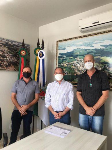 Ex-prefeito de Passo Fundo Luciano Azevedo visita prefeito Renato e vice Paulo