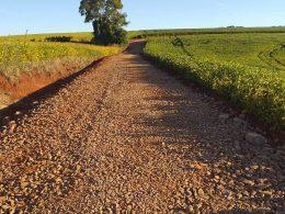 Secretaria Municipal de Obras recupera estradas na localidade do Faxinal