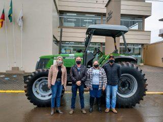 Secretaria da Agricultura autoriza cessão de uso de Trator ao município de Ernestina