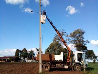 Secretaria de Serviços Urbanos realiza reparos e melhorias na Iluminação Pública na localidade de Encruzilhada Muller