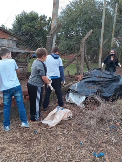 Secretaria de Serviços Urbanos realiza mutirão de limpeza na Escola Osvaldo Cruz – Esquina Penz