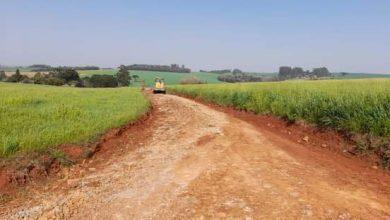 Secretaria Municipal de Obras realiza reparos em estradas na Linha Gonçalves