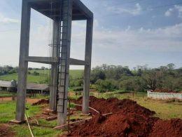 Prefeitura realiza serviço de instalação de reservatório de 15 mil litros de água e extensão de rede nova de abastecimento, na Linha Gramado